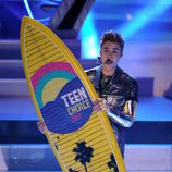 Justin Bieber recoge su premio en los Teen Choice Awards 2012