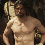 Anson Mount con el torso desnudo en 'Infierno sobre ruedas'
