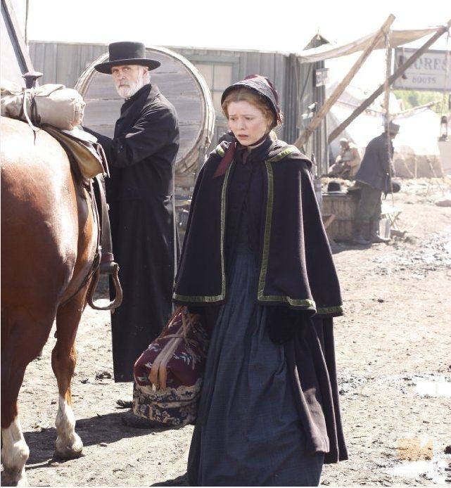 La actriz Dominique McElligott interpreta a Lily Bell