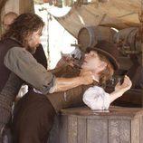 Cullen Bohannon se encara en una escena de 'Infierno sobre ruedas'