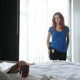 """Poppy Montgomery en la escena de un crimen en el capítulo """"En llamas"""""""