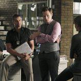 Castle habla con Gina y Javier en el capítulo