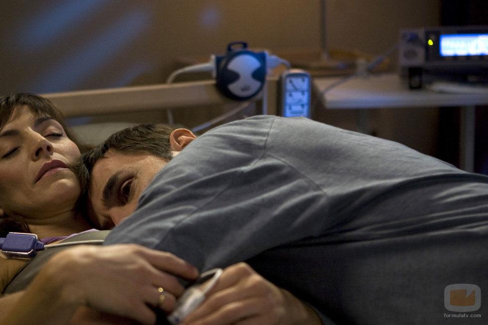 """Pablo abraza a Ana en el capítulo """"La mano de Dani"""""""