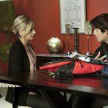 Sarah Michelle Gellar y Kristoffer Polaha en una escena de 'Ringer'