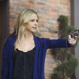 Sarah Michelle Gellar empuña una pistola en 'Ringer'