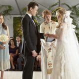 Andrew se casa con una de las gemelas en el final de 'Ringer'