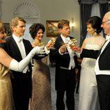 La familia Kennedy realiza un brindis