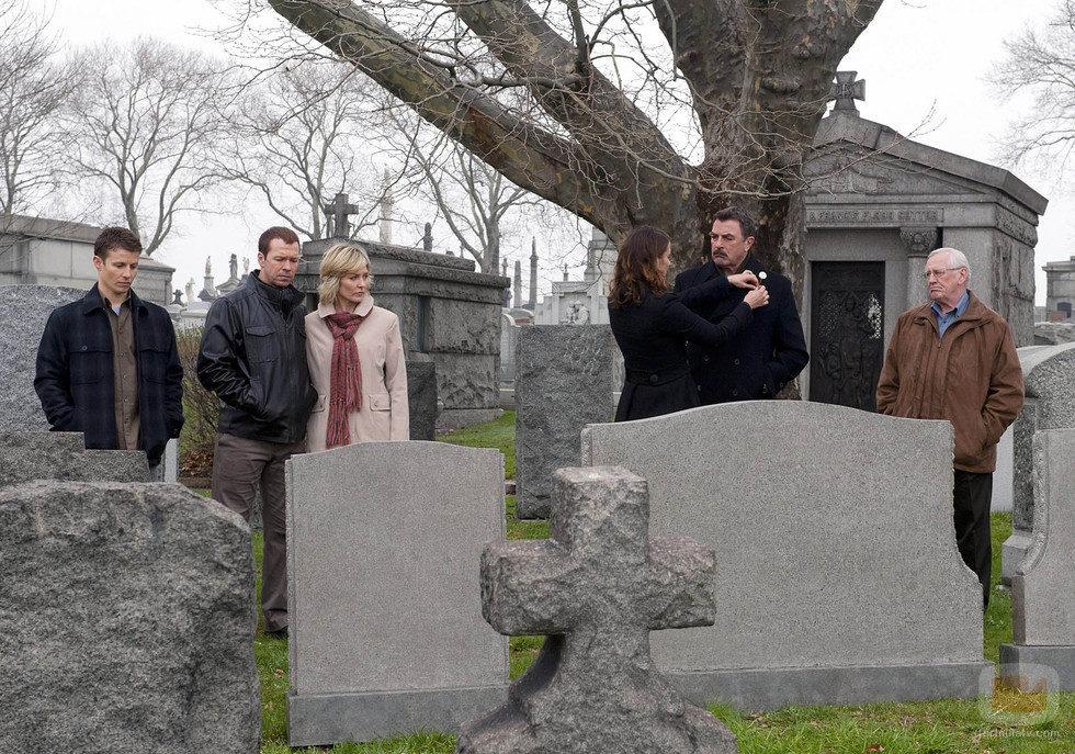 Los Reagan visitan el cementerio en el último episodio de la temporada