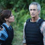 Rosen y Nina en una escena de 'Alphas'