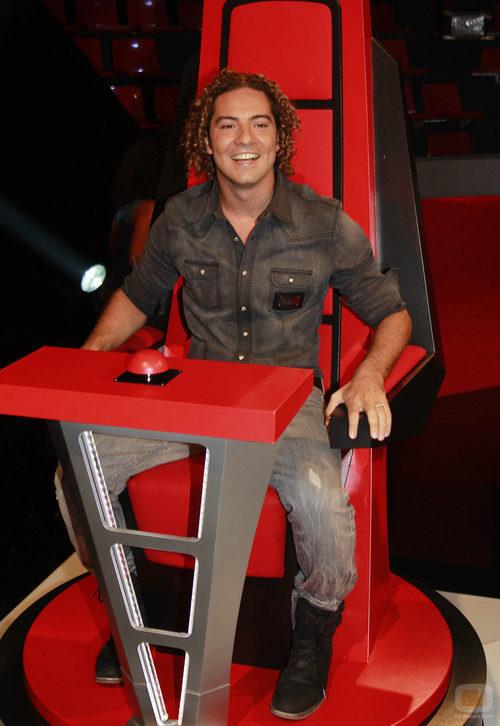David Bisbal, ocupa su silla en la presentación de 'La Voz'