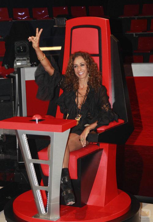 Rosario Flores, ocupa su silla en el plató de 'La Voz'
