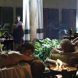 Quinto Servilio Cepión y Sabina reciben un masaje en 'Imperium'