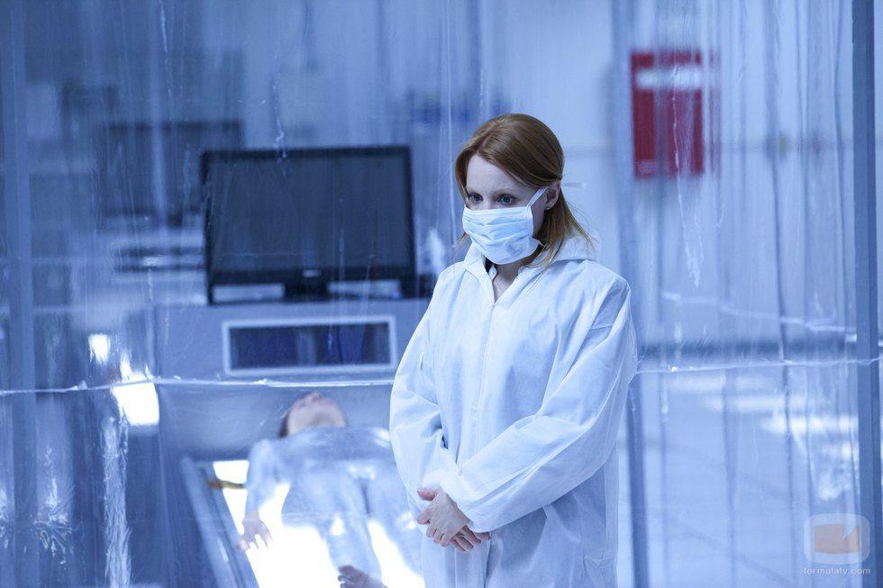 Lauren Ambrose en cuarentena en 'Coma'