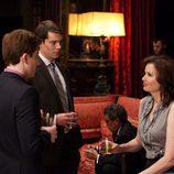 Geena Davis charla tranquilamente en una escena de 'Coma'