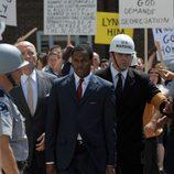 JFK intenta resolver problemas segregacionistas en 'Los Kennedy'