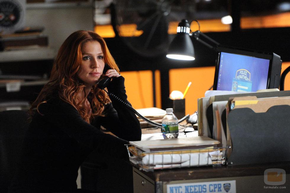 Carrie habla por teléfono en una escena de 'Imborrable'