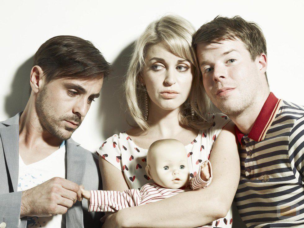 Emun Elliott, Amy Huberman y Stephen Wight, un trío en 'Threesome'