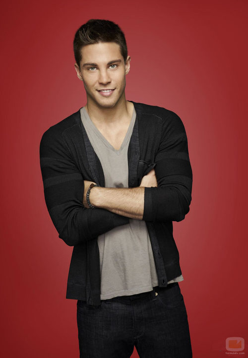 El actor Dean Geyer se incorpora a la cuarta temporada de 'Glee'