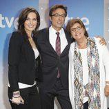 Raquel Martínez, Marcos López y María Escario, presentadores de 'Telediario Fin de semana'