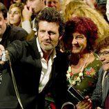 Jesús Olmedo se fotografía con los fans en el FesTVal de Vitoria