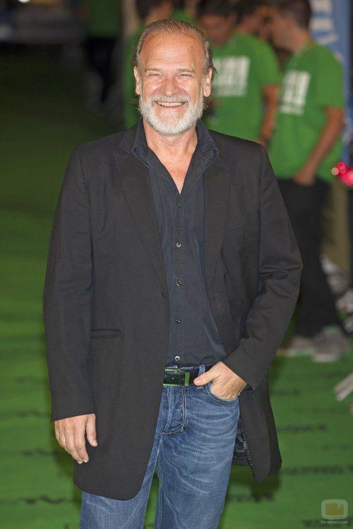 LLuis Homar posa en la alfombra verde del FesTVal de Vitoria