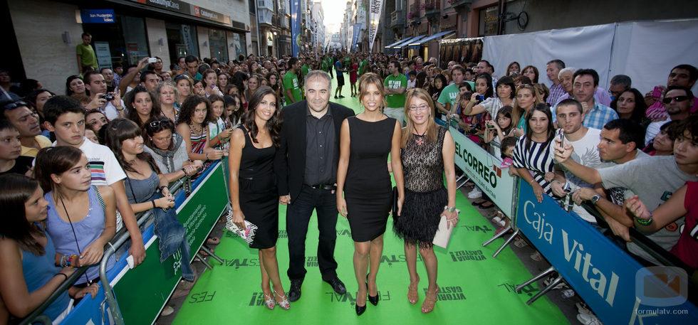 Ana Pastor, Antonio García Ferreras y Sandra Sabatés a su llegada a la ceremonia de clausura del FesTVal de Vitoria