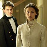 Yon González habla con Amaia Salamanca en la segunda temporada de 'Gran Hotel'