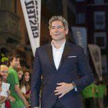 Boris Izaguirre posa para los fotografos en la clausura del FesTVal de Vitoria