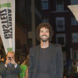 Juan Ibáñez posa para los fotografos en la clausura del FesTVal de Vitoria