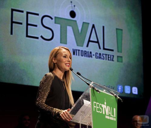 Berta Collado presentó uno de los premios de la ceremonia de clausura del FesTVal de Vitoria