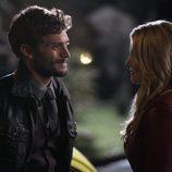El Sheriff Graham habla con Emma en 'Once Upon a Time'