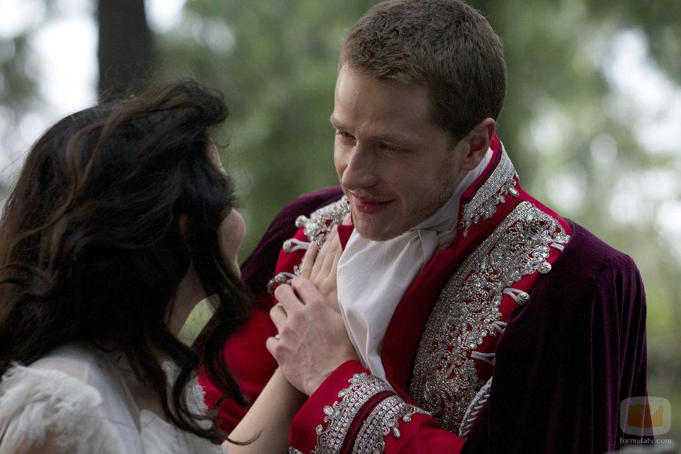 El Príncipe Encantador llora emocionado tras despertar a Blancanieves en 'Once Upon a Time'