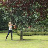 Emma tala el árbol de las manzanas de Regina en 'Once Upon a Time'