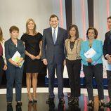 Mariano Rajoy posa con María Casado y el resto de entrevistadores
