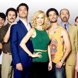 El elenco de 'Fenómenos' en una fotografía promocional de la serie