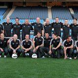 Presentadores y comentaristas deportivos de Canal+, vestidos para jugar al fútbol