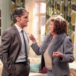 Lucía (Carmen Maura) y su hijo Carlos (Xisco Segura)