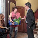 Seis pistolas (Adrián Lastra) y Nancy (Nazaret Aracil)