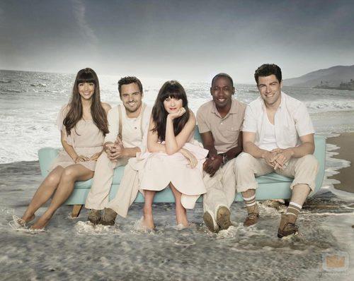 El reparto de 'New Girl' posa en la playa para la segunda temporada