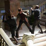 Miles Matheson lucha para escapar de los hombres de Monroe en 'Revolution'