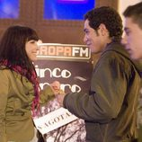 Andrea Duro sonríe a Karim El-Kerem en 'Física o Química'