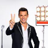Jesús Vázquez realiza el gesto icono de 'La Voz'