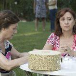 Julieta Serrano habla con una amiga en 'Historias robadas'