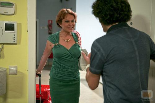 Javi recibe a Estela Reynolds en su regreso a 'La que se avecina'