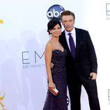 Alec Baldwin y su mujer en los Premios Emmy 2012