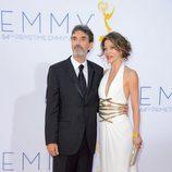 Chuck Lorre y su pareja en los Emmy 2012