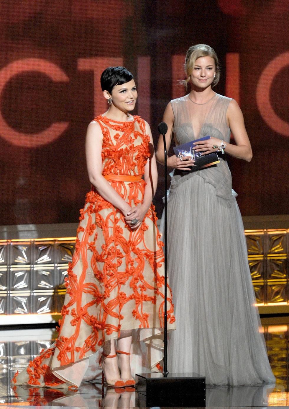 Emily VanCamp y Ginnifer Goodwin en los Emmy 2012