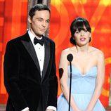 Zooey Deschanel y Jim Parsons en los Emmy 2012