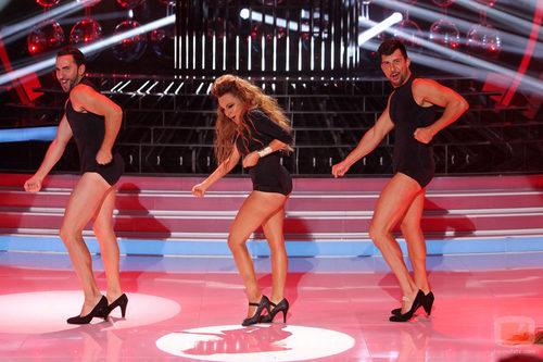 Angy Fernández baila