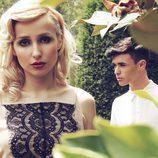 Los dos cantantes posan juntos para su entrevista en Overlay magazine